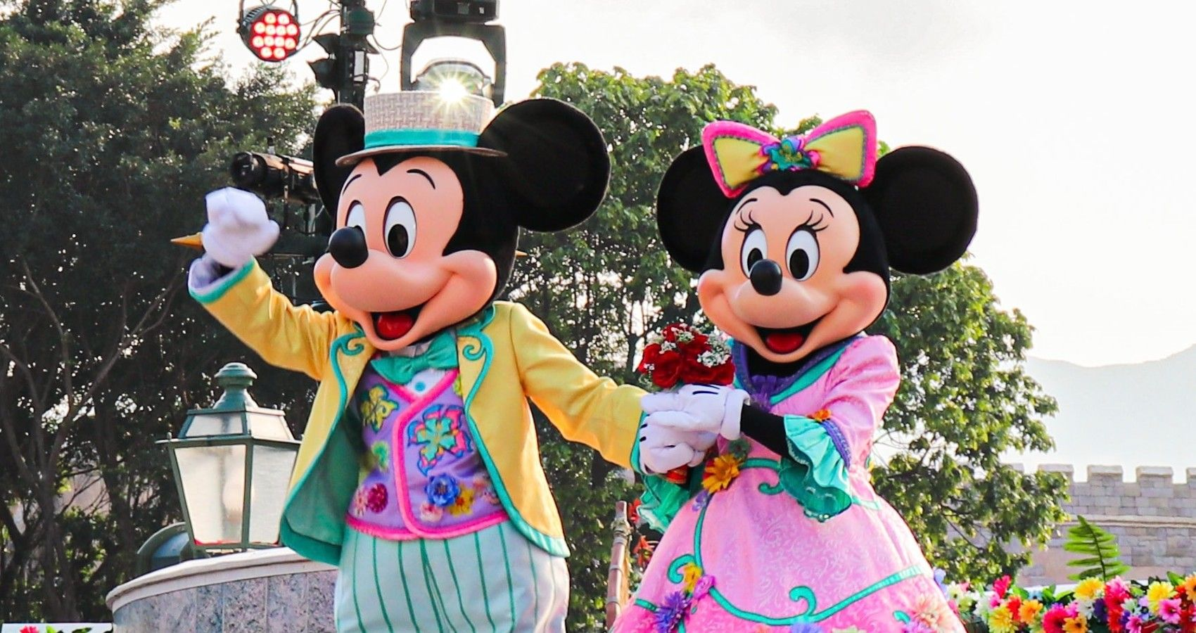 Disney Character Dining Is Returning To Some Parks